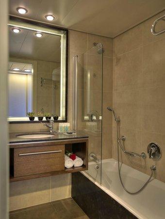 Dan Panorama Haifa: Bathroom
