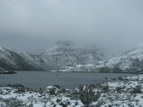 Cradle Mountain Highlanders Cottages: Dove Lake in Winter