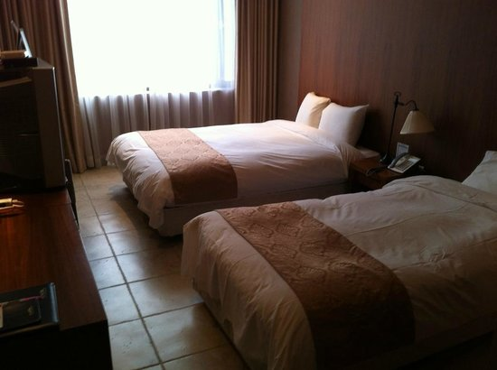 Benikea Gyungpo Beach Hotel: 1 Twin Bed + 1 Full Bed = Deluxe Twin Room