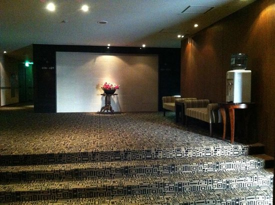 Benikea Gyungpo Beach Hotel: 6th Floor foyer from the Elevator