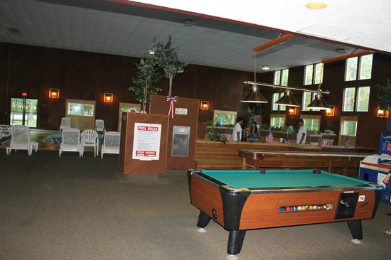 The Carriage House: Pool table, Jacuzzi and Pool