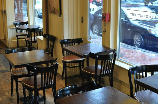 South End Buttery: However, there are also plenty of tables up front