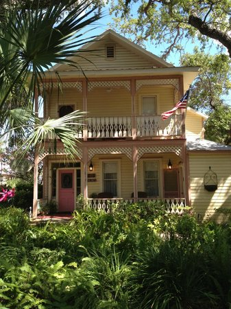 Cedar Key Bed and Breakfast: Front view