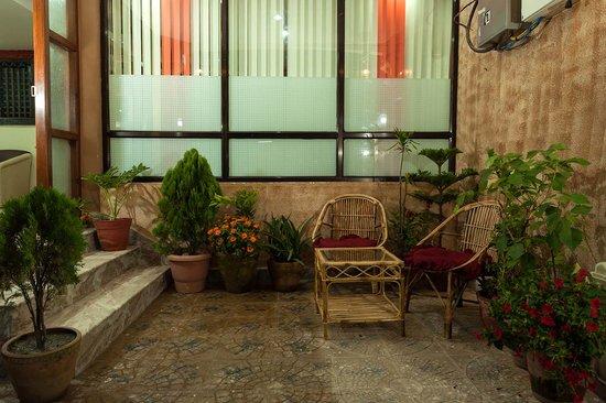 Kathmandu Home Hotel: Entrance