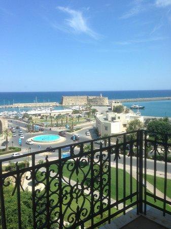 GDM Megaron Hotel: Vue de la chambre sur le port