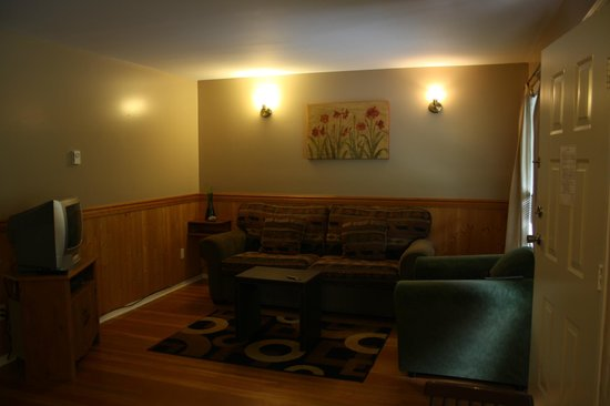 The Outside Inn - Country Cottages & Barn Lofts: Wohnbereich, ausziehbare Couch
