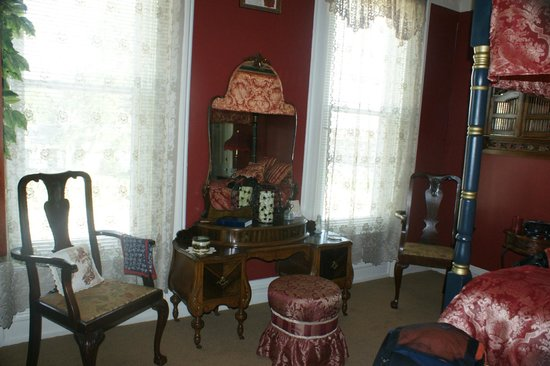 Summers Riverview Mansion Bed & Breakfast: Room