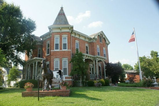 Summers Riverview Mansion Bed & Breakfast: Outside