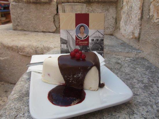 Nonica: white and black chocolate