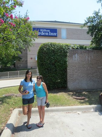 Hilton Garden Inn Dallas/Addison: A view facing the Belt Line Road