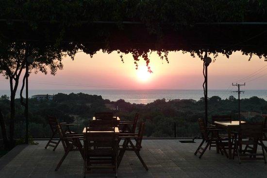 Marianthi Hotel, Studios & Apartments: Terrace at sunset