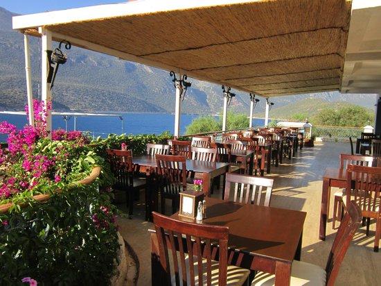 Korsan Ada Hotel: yemek alanı
