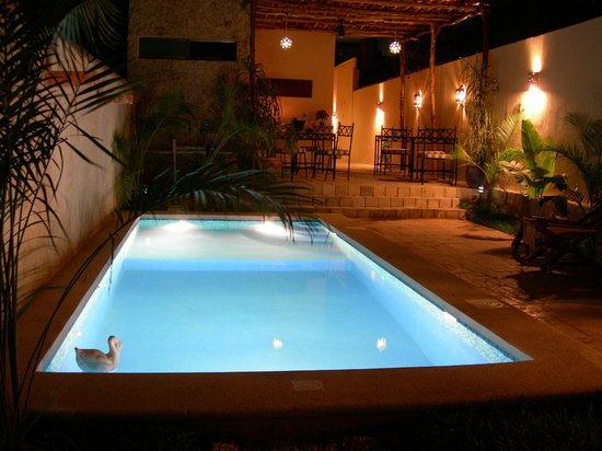 Casa Del Maya : Pool at night