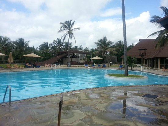 Amani Tiwi Beach Resort: Swimming pool was great