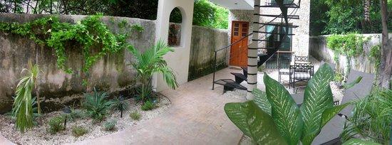 Casa Del Maya: Rear Courtyard and entrance to Itzamna and circular stairs to floating bridge