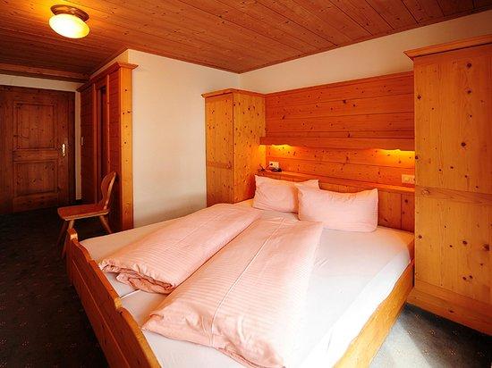 Gasthof Kreuz: Doppelzimmer mit Dusche WC und Sat TV