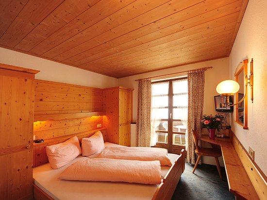 Gasthof Kreuz: Doppelzimmer mit Balkon Dusche WC Sat TV