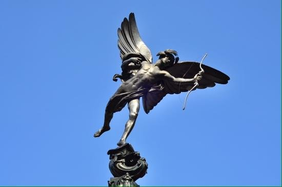 SANDEMANs NEW Europe - London: Eros statue at piccadilly circus.