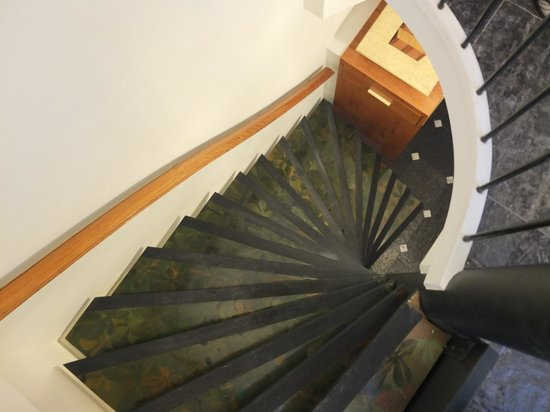 Vondel View B&B: the typical narrow dutch stairs