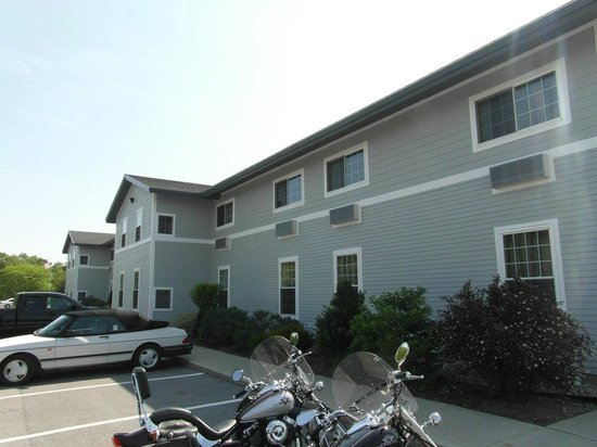 Best Western Plus Ticonderoga Inn & Suites: View from the outside
