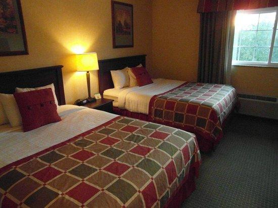 BEST WESTERN PLUS Ticonderoga Inn & Suites: Bedroom