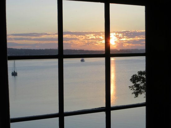 Captain Whidbey Inn: Sunrise