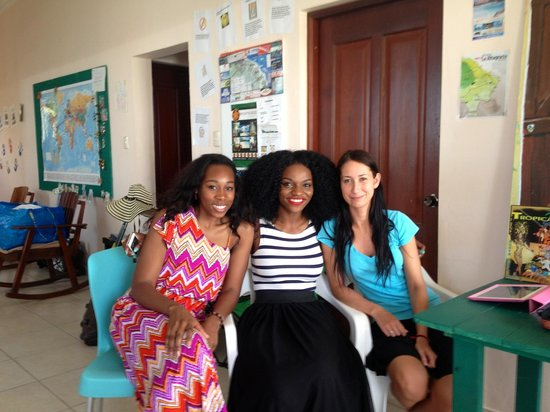 Bavaro Hostel: My friend, me and one of the lovely staff