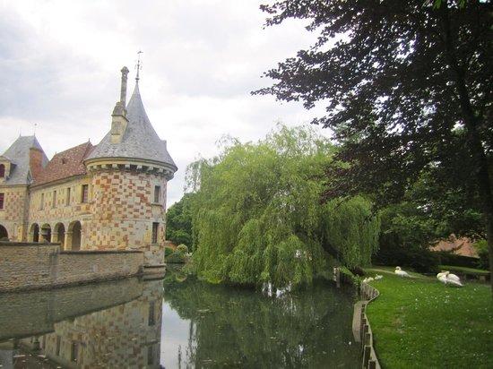Château de Saint-Germain-de-Livet - moat