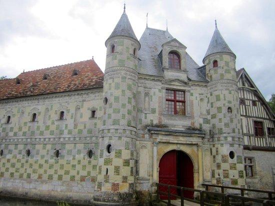 Château de Saint-Germain-de-Livet - main entrance
