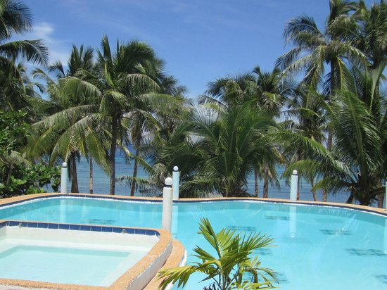 La Petra Beach Resort : Pool by the beach