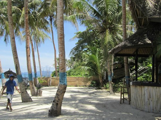 La Petra Beach Resort : Benches and table can be provided for guests on the beach