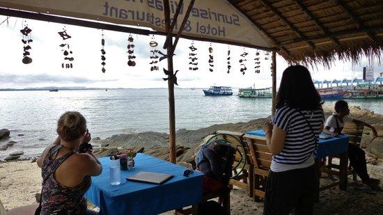 Sunrise Villas Resort: View from reception/restaurant area