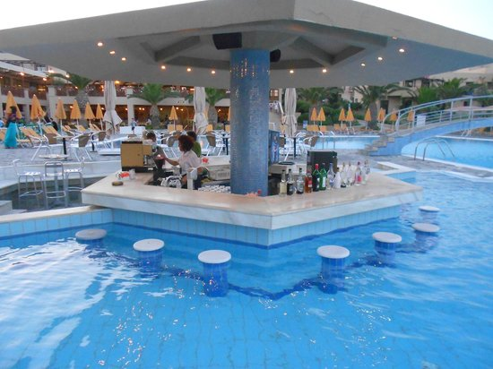 Atlantica Porto Bello Beach: Il bar in piscina (The pools area bar)