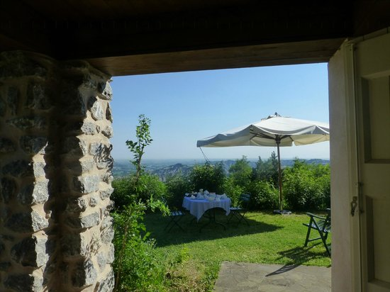 B&B Eremo del Lupo: Breakfast with a view