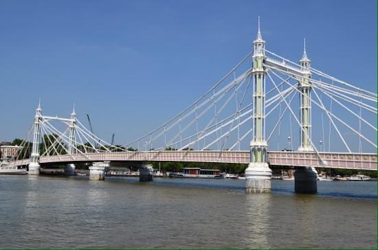 London Magical Tours: Albert bridge.