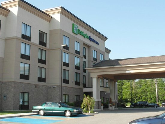 Holiday Inn Express Hotel & Suites Brockville: Hotel entrance