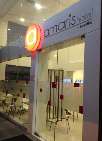Amaris Hotel: Amaris from outside the front entrance