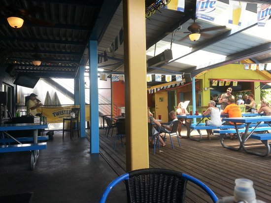 Hurricane Dockside Grill: Huge outdoor patio dining with music on weekends