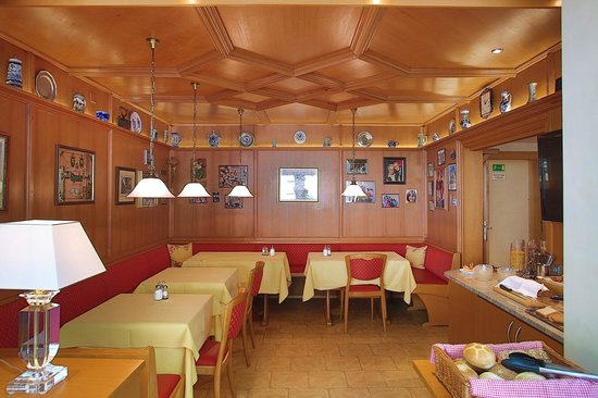 Hotel Kriemhild: breakfast room (Stubn)