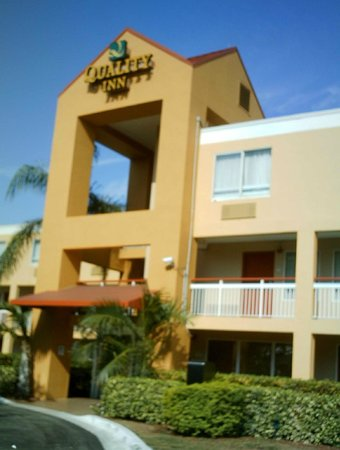 Quality Inn Miami Airport: Front of building