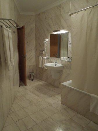 Hotel Maritur : Bathroom