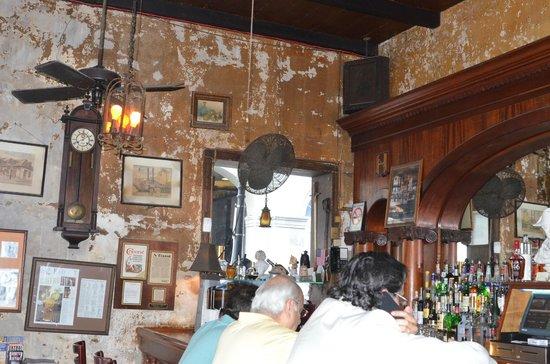 Napoleon House Bar & Cafe: Interior of Napoleon House, historic and interesting