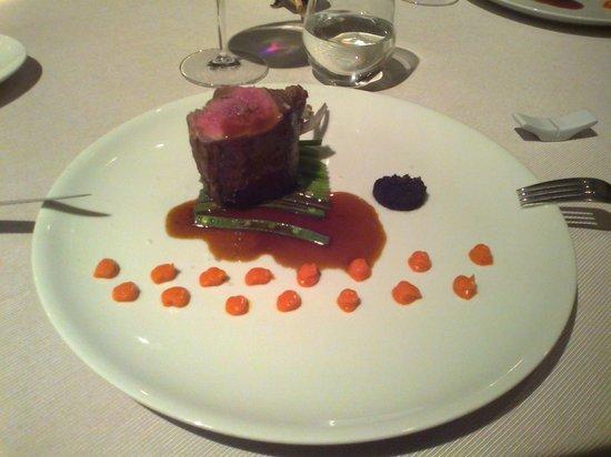 Locanda Margon: Carrè d'agnello, olive, peperoni e fagiolini.