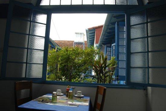 Hostal Azul: Patio visto del comedor