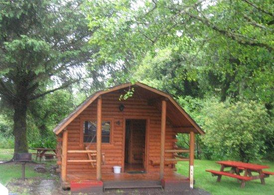 Lincoln City KOA Campground: 2 Room Cabin - Exterior