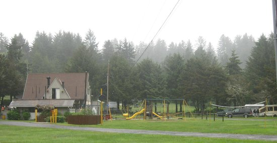 Lincoln City KOA Campground: General store/ bathrooms/ play area