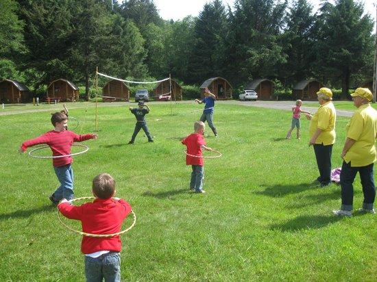 Lincoln City KOA Campground: Daily Kids Games led by staff