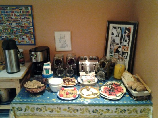 B & B La Bedondaine: Breakfast table