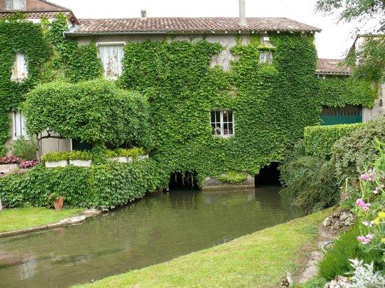 Neuvic, France: Façade du moulin de la Veyssière