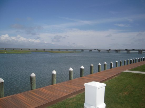 Comfort Suites Chincoteague: hotel dock area